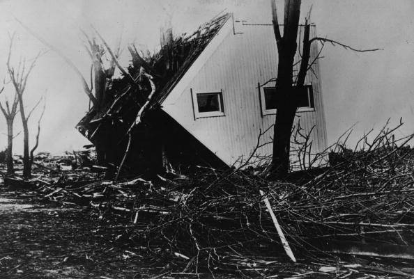 Extreme Weather「An Overturned House」:写真・画像(19)[壁紙.com]
