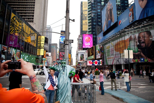 Tourist「Study Show Times Square Area Vital To New York City Economy」:写真・画像(9)[壁紙.com]
