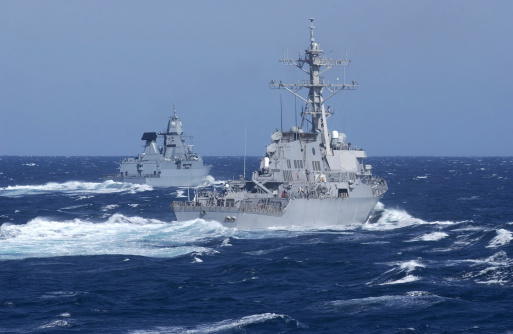 Military Ship「USS Carney practices diversion tactics with the German frigate Sachsen.」:スマホ壁紙(4)