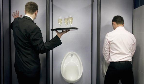 男「Champagne Reception For Britains Best Public Toilet」:写真・画像(5)[壁紙.com]
