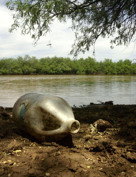 Norma Jean Gargasz「Migrants Drink Contaminated Water To Cross Border」:写真・画像(10)[壁紙.com]