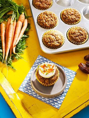カップケーキ「Carrot cake and date muffins」:スマホ壁紙(0)