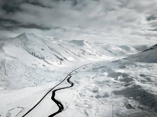 snowed landscape in iceland:スマホ壁紙(壁紙.com)