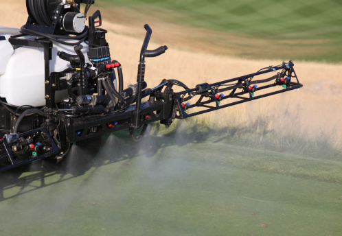 Spraying「Spraying Liquid Fertilizer on a Golf Course」:スマホ壁紙(6)