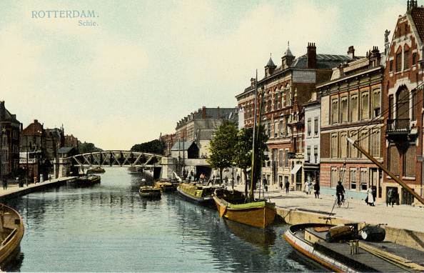 Netherlands「Rotterdam canal with boats」:写真・画像(13)[壁紙.com]