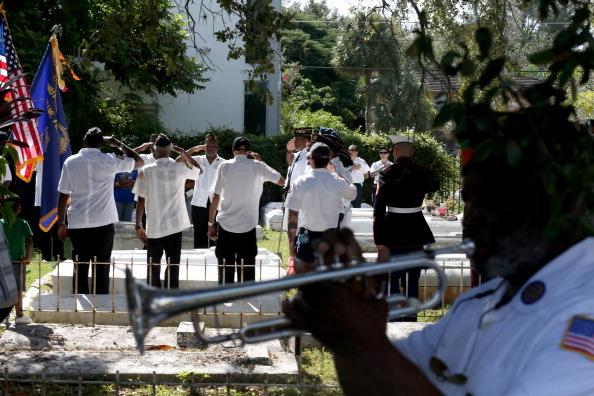 Grove「Florida Community Commemorates Veterans Day」:写真・画像(14)[壁紙.com]