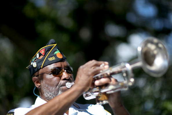 Grove「Florida Community Commemorates Veterans Day」:写真・画像(13)[壁紙.com]
