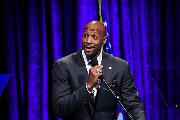 Alonzo Mourning「32nd Annual Great Sports Legends Dinner To Benefit The Miami Project/Buoniconti Fund To Cure Paralysis - Dinner」:写真・画像(19)[壁紙.com]