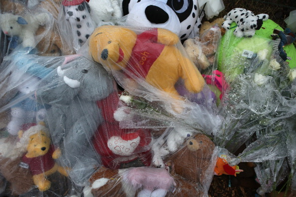Stuffed「Newtown Commemorates 1 Week Anniversary Of School Massacre」:写真・画像(8)[壁紙.com]