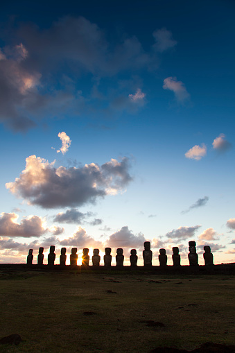Ancient Civilization「Ahu Tongariki altar at dawn, Rapa Nui」:スマホ壁紙(4)