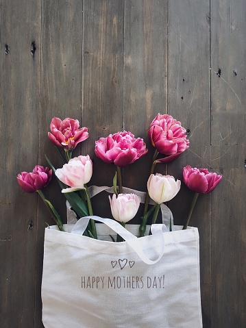 Mother's Day「Tulips in a Mother's Day linen bag」:スマホ壁紙(1)