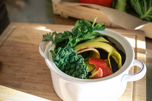Compost「Kitchen scraps in a vintage bowl」:スマホ壁紙(0)