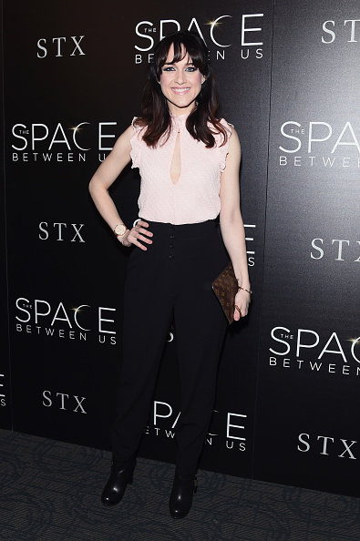 "High Waist Pants「The Cinema Society Hosts A Screening Of ""The Space Between Us""- Arrivals」:写真・画像(8)[壁紙.com]"