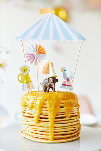 Circus Tent「A modern and fresh table decoration with the theme of circus and animals for a children's birthday party」:スマホ壁紙(6)