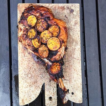 Boar「Leg of Wild boar with honey and orange on a chopping board」:スマホ壁紙(5)