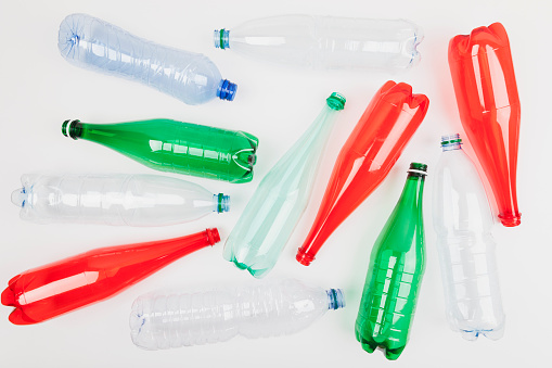 Recycling「Different empty plastic bottles on white ground」:スマホ壁紙(12)