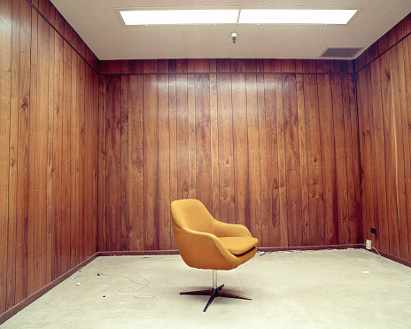 Wood Paneling「Lone Chair in Bare Room」:スマホ壁紙(10)
