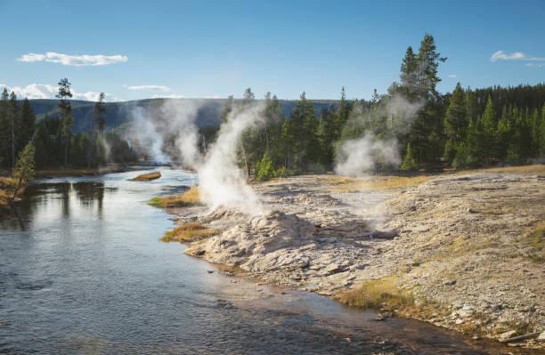 USA, Wyoming, Yellowstone National Park, geyser:スマホ壁紙(壁紙.com)