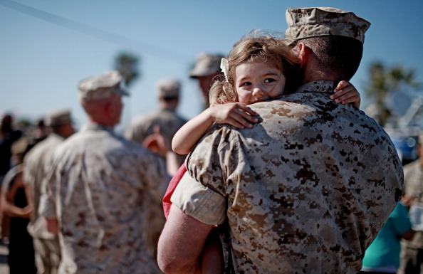 Camp Pendleton「13th Marines Expeditionary Unit Returns Home from 8 Month Deployment」:写真・画像(12)[壁紙.com]