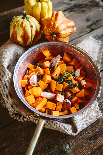 Garlic Clove「Diced pumpkin, garlic, rosemary and pumpkin seed in casserolle」:スマホ壁紙(16)