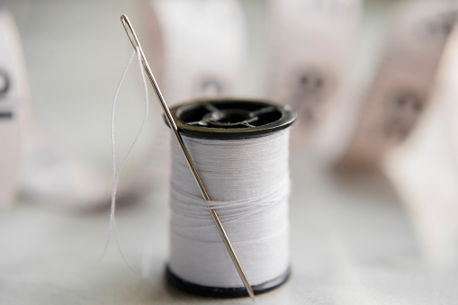 Sewing「White thread and needle」:スマホ壁紙(10)