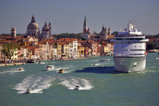 Passenger Ship「Italy, Venice, cruise ship and tour boats on canal」:スマホ壁紙(3)