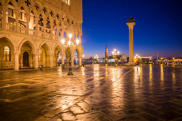 Italy, Venice, view to St Mark's Square at night:スマホ壁紙(壁紙.com)