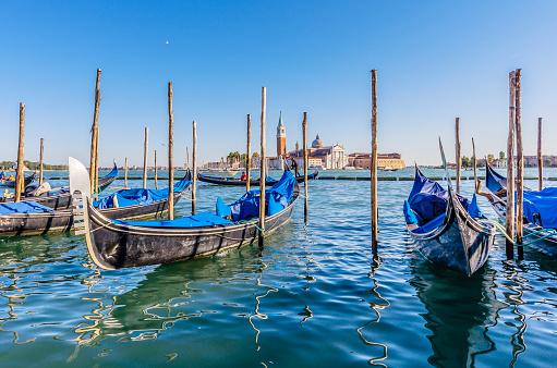 Gondola「Italy, Venice, gondolas at a pier」:スマホ壁紙(9)