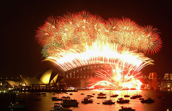 New Year「Sydney Welcomes New Year With Fireworks」:写真・画像(8)[壁紙.com]