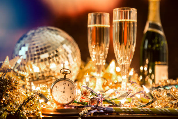 New Year's Eve holiday party, pocket watch, clock at midnight.:スマホ壁紙(壁紙.com)