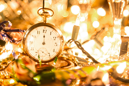 Tinsel「New Year's Eve holiday party, pocket watch, clock at midnight.」:スマホ壁紙(13)
