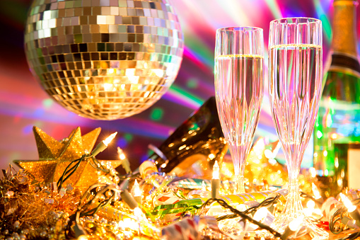 Confetti「New Year's Eve holiday party with champagne, disco ball, decorations.」:スマホ壁紙(19)