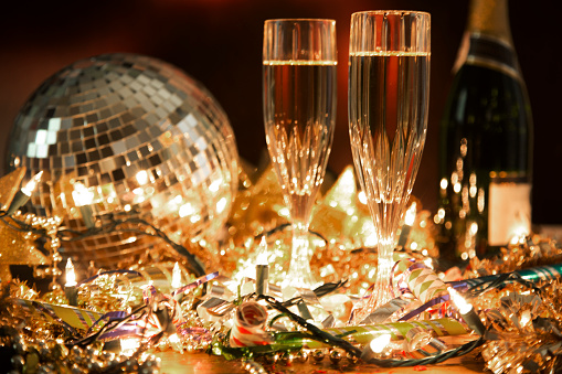 Tinsel「New Year's Eve holiday party with champagne, disco ball, decorations.」:スマホ壁紙(16)