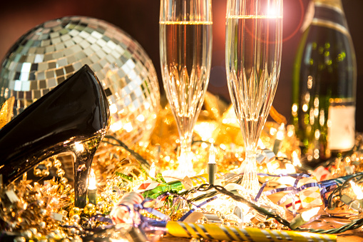 2018「New Year's Eve holiday party with champagne, disco ball, decorations.」:スマホ壁紙(19)