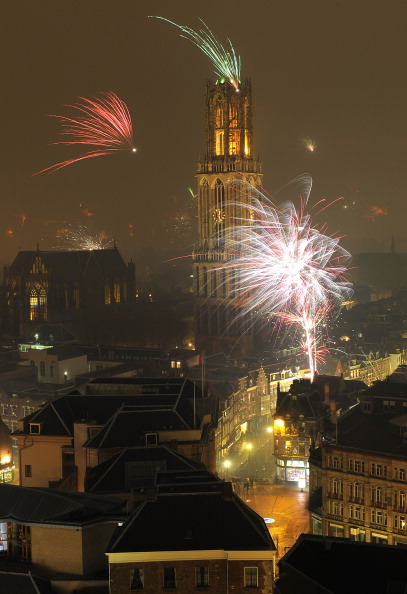 Utrecht「Fireworks Welcome In The New Year In Utrecht」:写真・画像(6)[壁紙.com]