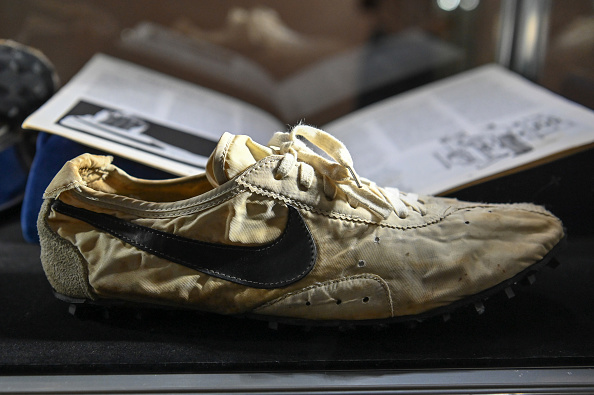 "Sports Shoe「Sotheby's Auctions ""The Ultimate Sneaker Collection"" In New York City」:写真・画像(1)[壁紙.com]"