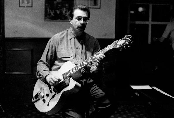 Plucking An Instrument「Peter Leitch Watermill Jazz Club Dorking Surrey Aug 1995」:写真・画像(11)[壁紙.com]