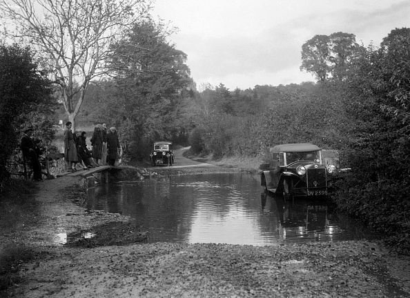 Footbridge「Lancia Lambda taking part in the Bugatti Owners Club car treasure hunt, 25 October 1931」:写真・画像(12)[壁紙.com]