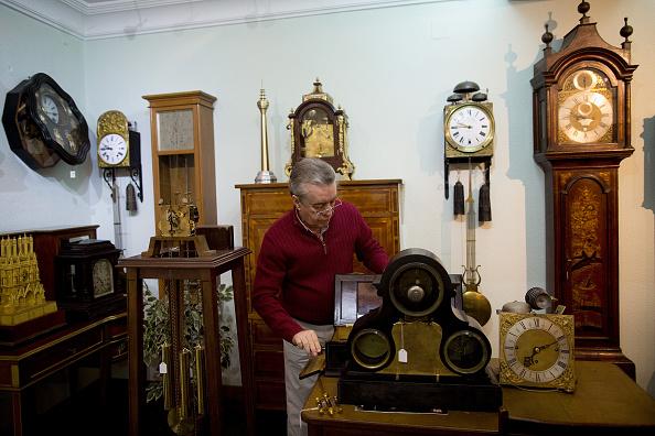 Jose Lopez「Watchmakers Check Puerta del Sol's Clock Ahead of New Year's Eve」:写真・画像(17)[壁紙.com]