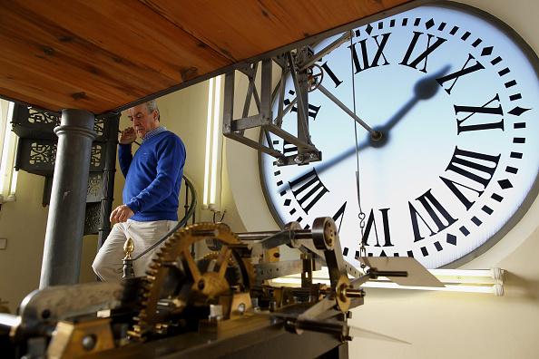 Jose Lopez「Watchmakers Check Puerta del Sol's Clock Ahead of New Year's Eve」:写真・画像(4)[壁紙.com]