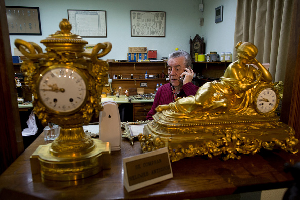 Jose Lopez「Watchmakers Check Puerta del Sol's Clock Ahead of New Year's Eve」:写真・画像(19)[壁紙.com]