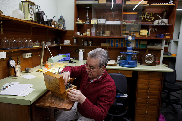 Jose Lopez「Watchmakers Check Puerta del Sol's Clock Ahead of New Year's Eve」:写真・画像(15)[壁紙.com]