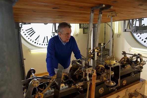 Jose Lopez「Watchmakers Check Puerta del Sol's Clock Ahead of New Year's Eve」:写真・画像(13)[壁紙.com]