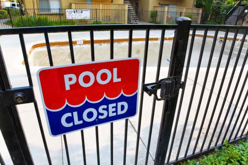 Closed「Pool Closed」:スマホ壁紙(13)