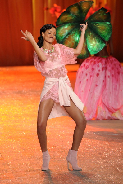 Pink Dress「Victoria's Secret 2012 Fashion Show Runway - Show」:写真・画像(16)[壁紙.com]