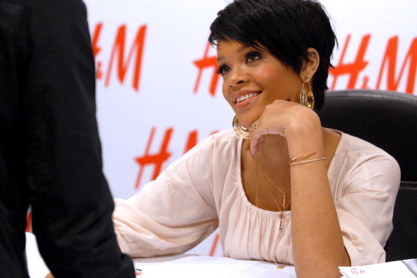 Baby Doll Dress「H&M, Youth AIDS & Rihanna Launch The Fashion Against AIDS Collection」:写真・画像(5)[壁紙.com]