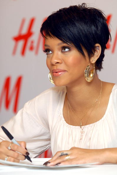 Baby Doll Dress「H&M, Youth AIDS & Rihanna Launch The Fashion Against AIDS Collection」:写真・画像(2)[壁紙.com]