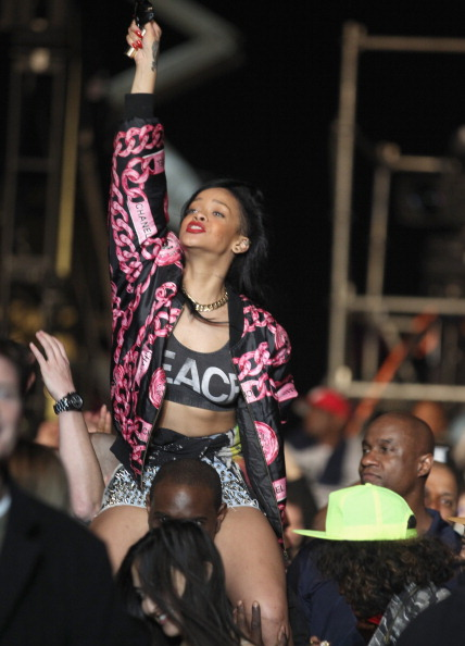 Pink Jacket「2012 Coachella Music Festival - Day 3」:写真・画像(9)[壁紙.com]