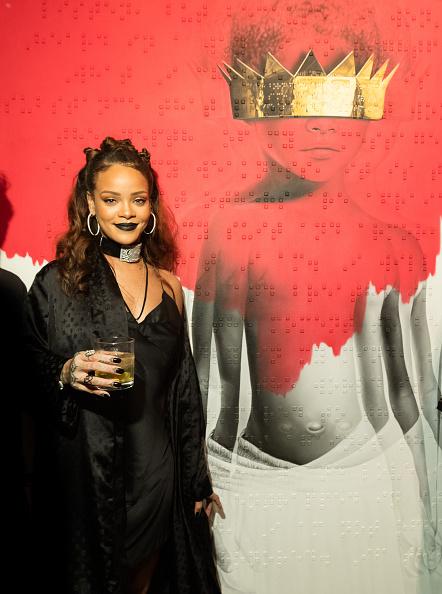 Necklace「Rihanna's 8th Album Artwork Reveal」:写真・画像(11)[壁紙.com]