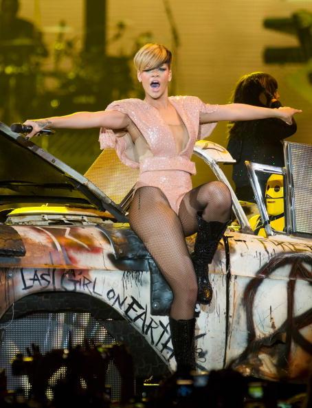 Hosiery「Rihanna Performs at Palais Omnisports de Bercy in Paris」:写真・画像(8)[壁紙.com]